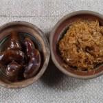Капуста смажена. На 1 кг квашеної беруть 1 кг свіжої капусти і тушкують разом на олії, аж доки випарується рідина, солять, перчать, за потребою додають цукру, кладуть кмин і підсмажують, весь час перемішуючи. Часто до капусти додають мочені яблука кислих сортів (антонівка), січуть їх і тушкують разом. Їдять гарячою і холодною. У м'ясоїд смажать на смальці, додавши шкварки. Окремо чи разом подають смажену домашню ковбасу. На Поліссі капуста – не лише повсякденна страва, без неї не обходиться жодна урочистість