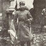 Український вояк біля Львівської ратуші. Листопад 1918 р.