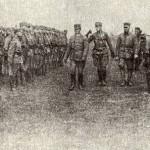Перегляд сотень у Вишколі УСС, весна 1918 р. Зліва: отаман Г. Коссак, чотар І. Нагайло, чотар М. Баган.