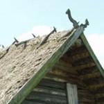 Різьблене завершення даху з хати. с. Самара, Волинська обл. 1587 р. МНАПУ, с. Пирогів. (збільшити)