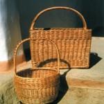 Вироби Галини Кучер: Корзина-ваза, тонована лоза, 1990-і рр. Фото М.Селівачова