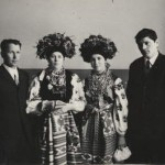 Молоді з с. Жовнина у весільному вбранні. Фото 1960 р.
