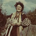 Дівчина з с. Грушка, Кам'янець-Подільського р-ну. Вбрання кінця ХІХ ст.