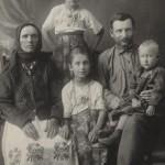 Мефодій Рябий з родиною. с. Кукавка, 1931 Рік
