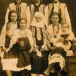 Родина Одинських з с. Завалля на Снятинщині. Фото 1920 р.