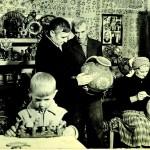 Родина Пошивайлів з Опішні за роботою