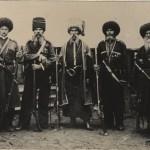 Кубанські козаки різних родів Чорноморських запорожців під час святкування 200 роковин переселення на Кубань